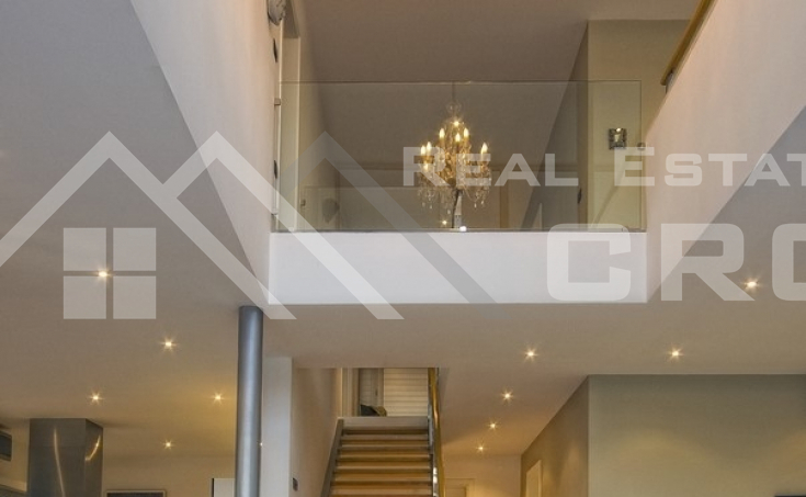 Modern villa with swimming pool and wonderful sea view (5)