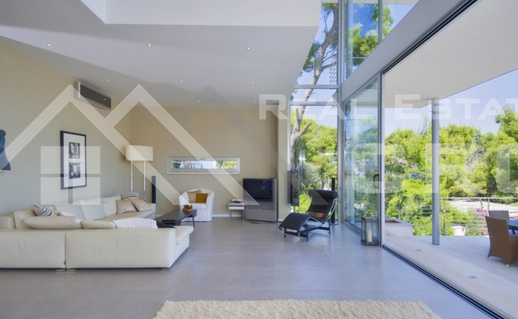 Modern villa with swimming pool and wonderful sea view (7)