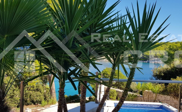 Brac properties – Beautiful apartment villa with swimming pool in the first row to the sea, for sale