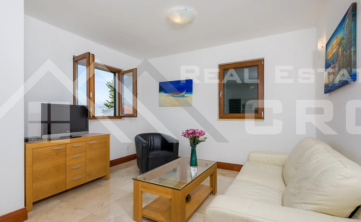 One bedroom furnished apartment with sea view (6)
