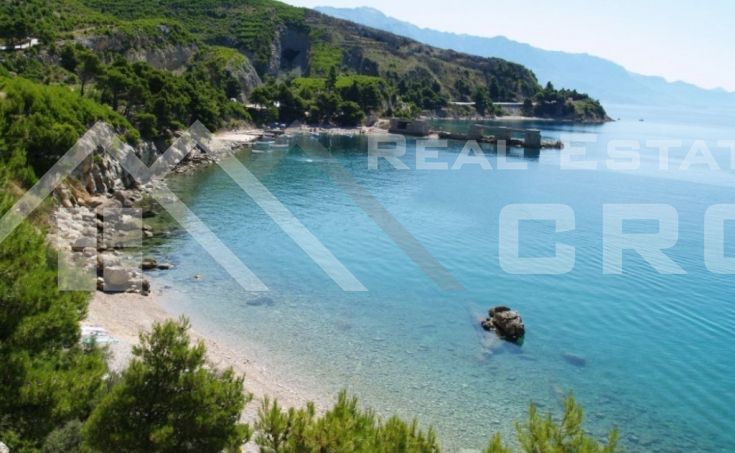 Omis properties – Building land with permit and wonderful sea view near Omis, for sale