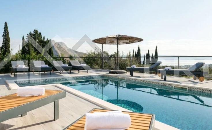 Nekretnine Split - Predivna moderna vila s panoramskim pogledom na more u blizini Splita, na prodaju