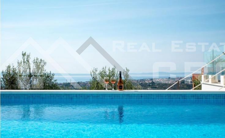 Split nekretnine - Moderna vila s bazenom i predivnim pogledom na more, na prodaju
