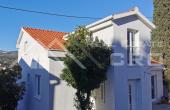 TG824, Nekretnine Trogir - Samostojeća kuća na atraktivnoj lokaciji, prvi red do mora okolica Trogira