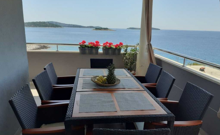 Apartment house with sea view,  attractive location, close to Rogoznica (3)