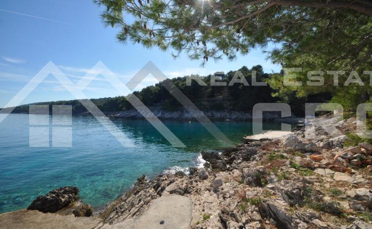 Nekretnine Šolta -  Građevinsko zemljište s prekrasnim pogledom na more na prodaju, otok Šolta