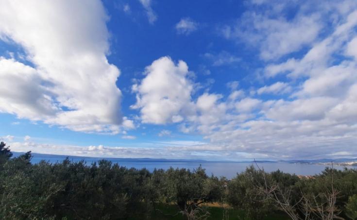Nekretnine Podstrana - Građevinsko zemljište s prekrasnim pogledom na more, na prodaju