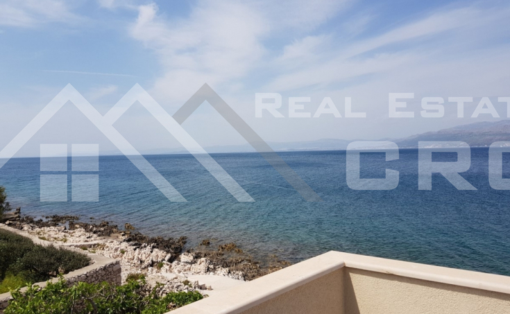 House in the first line to the sea for sale, Brac island (2)