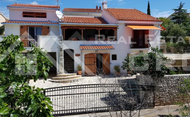 Nekretnine Trogir - Prekrasna kuća u mediteranskom stilu s pogledom na more, na prodaju
