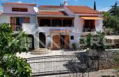 TG843, Nekretnine Trogir - Prekrasna kuća u mediteranskom stilu s pogledom na more, na prodaju
