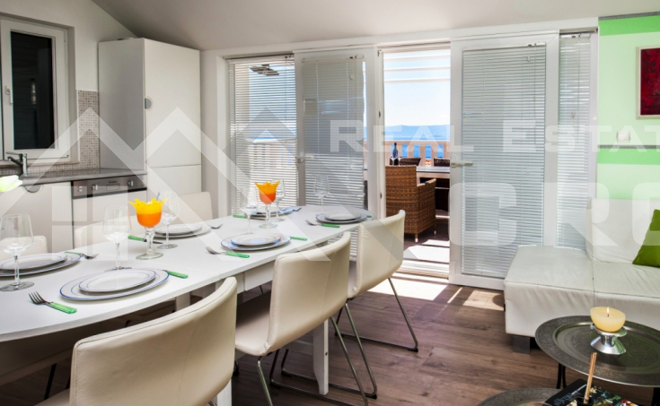 Apartment with a sea view (5)