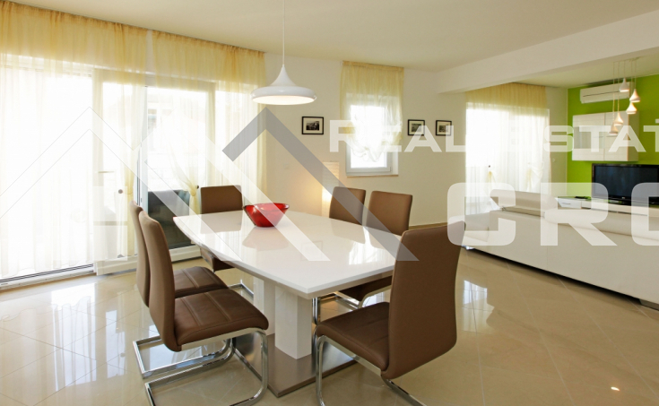 Modern three-bedroom apartment with garden, private swimming pool and wonderful sea view, for sale (3)
