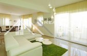 Modern three-bedroom apartment with garden, private swimming pool and wonderful sea view, for sale (4)