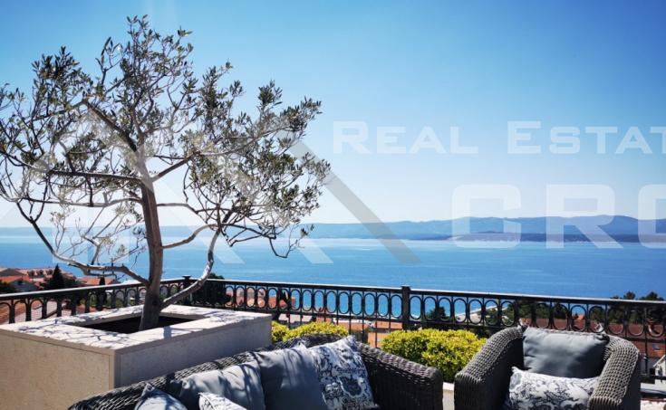 Nekretnine Brač Bol - Moderan trosoban stan s krovnom terasom i nevjerojatnim pogledom na more, na prodaju
