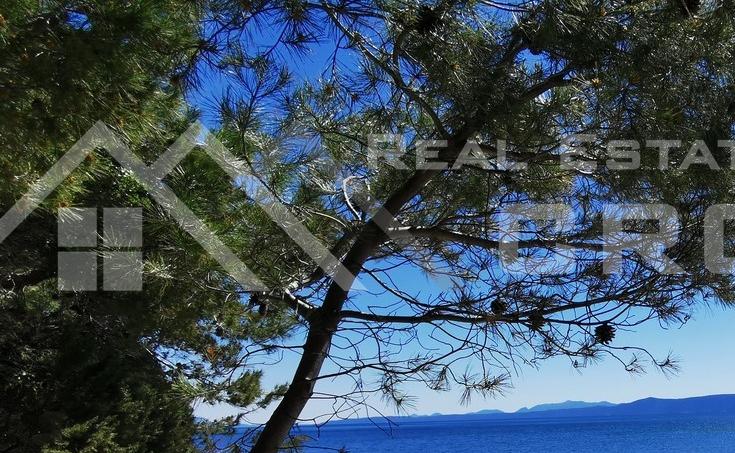 Nekretnine Brac - Građevinsko zemljište na mirnoj lokaciji s pogledom lokaciji na prodaju