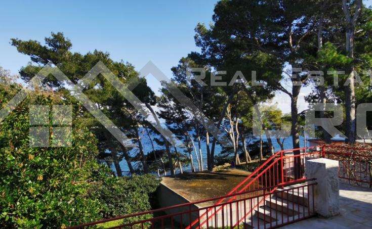 Nekretnine Brač - Šarmantna kamena kuća u prvom redu do mora s prekrasnim pogledom na more, na prodaju