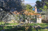 Brac properties – Charming stone house in the first row to the sea with beautiful sea view, for sale (1)