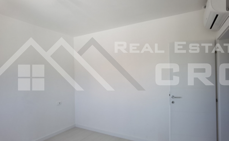 Modern two bedroom apartment with a roof terrace for sale (4)