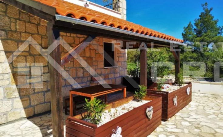 Solta properties – Stunning apartment house with swimming pool and sea view, for sale (10)