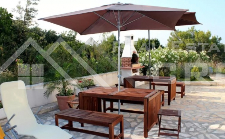 Solta properties – Stunning apartment house with swimming pool and sea view, for sale (9)