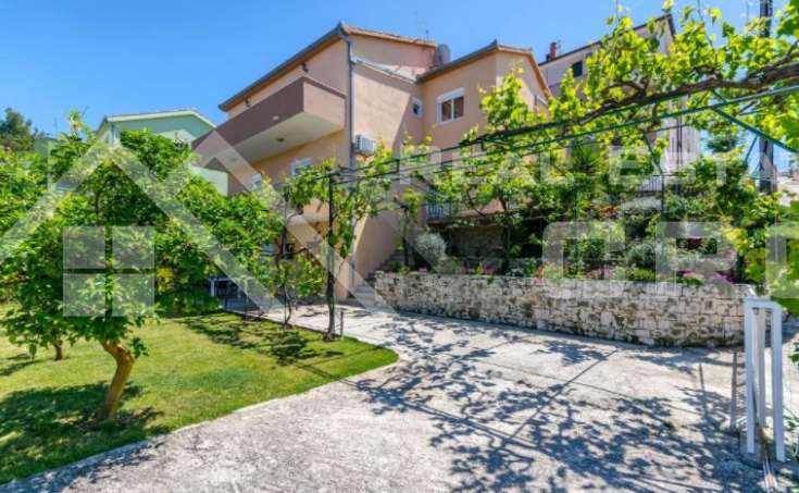 Beautiful apartment house in an incredible location with sea view, for sale (1)