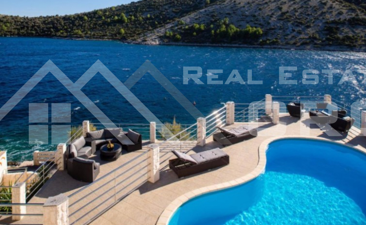 Rogoznica properties - Exclusive villa in the first row to the sea with a pool and sea view, for sale