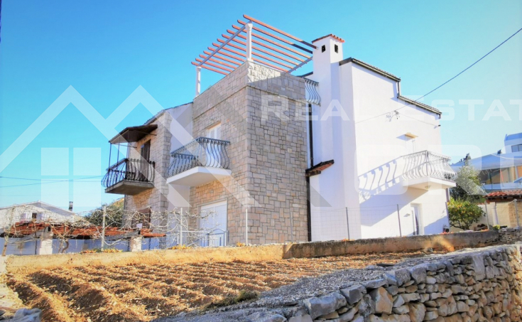 Brac properties - Charming house with a garden and sea view in an attractive location, for sale
