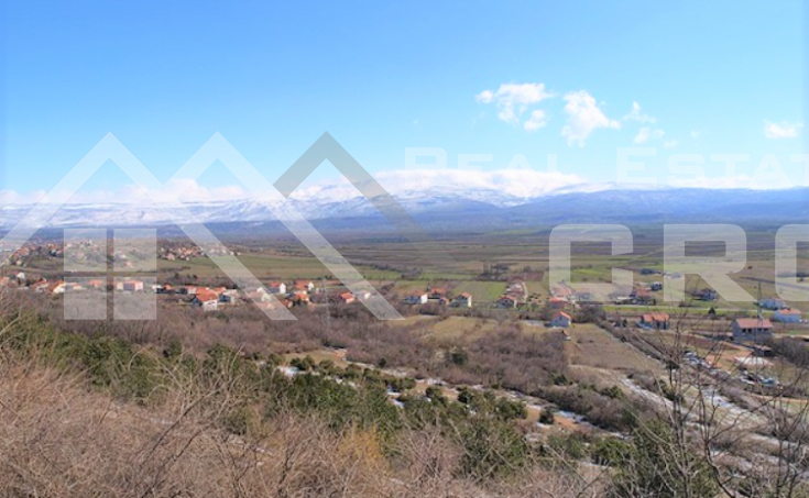 Building plot in a quiet location for sale, Sinj
