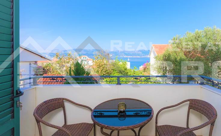 Nekretnine Čiovo - Jednosoban namješten i opremljen stan s pogledom na more, na prodaju
