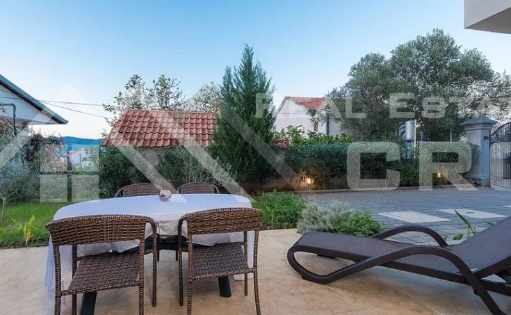 Immobilien Ciovo - Möblierte Wohnung mit Meerblick im Erdgeschoss, zum Verkauf