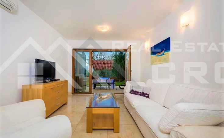 Equipped and furnished apartment with sea view, for sale (4)