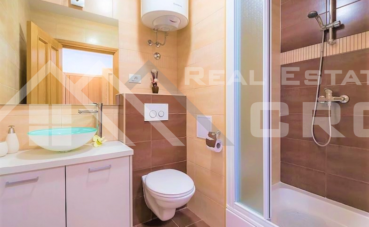 Equipped and furnished apartment with sea view, for sale (9)