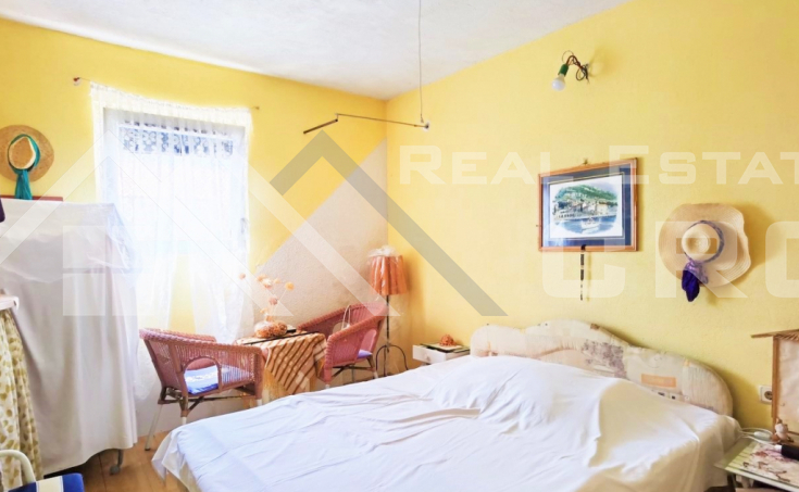Charming house with wonderful sea view in the center of Bol, for sale (5)