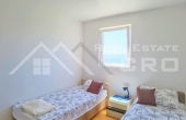 Charming house with wonderful sea view in the center of Bol, for sale (4)