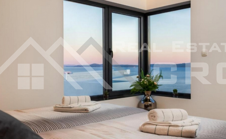 Wonderful deluxe villa with swimming pool and sea view for sale