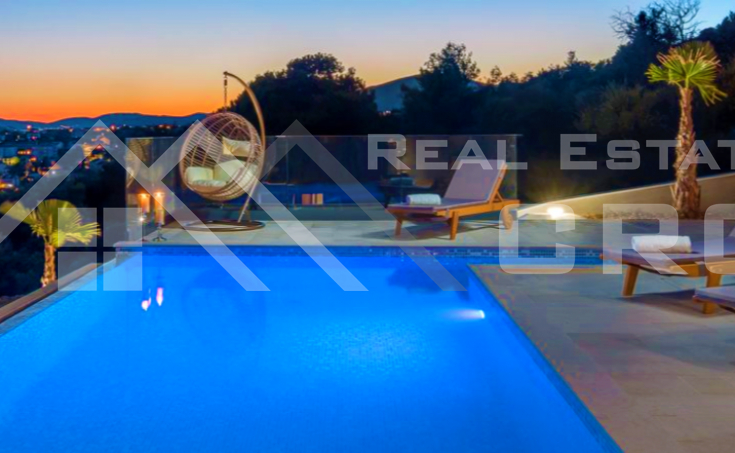 Wonderful deluxe villa with swimming pool and sea view for sale (14)