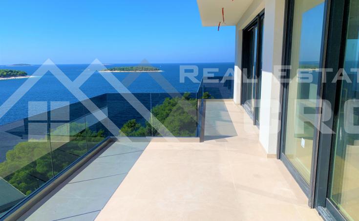 Nekretnine Primošten - Luksuzan penthouse s panoramskim pogledom na more, na prodaju