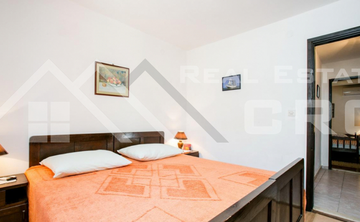 Beautiful house in the second row to the sea, for sale (1)