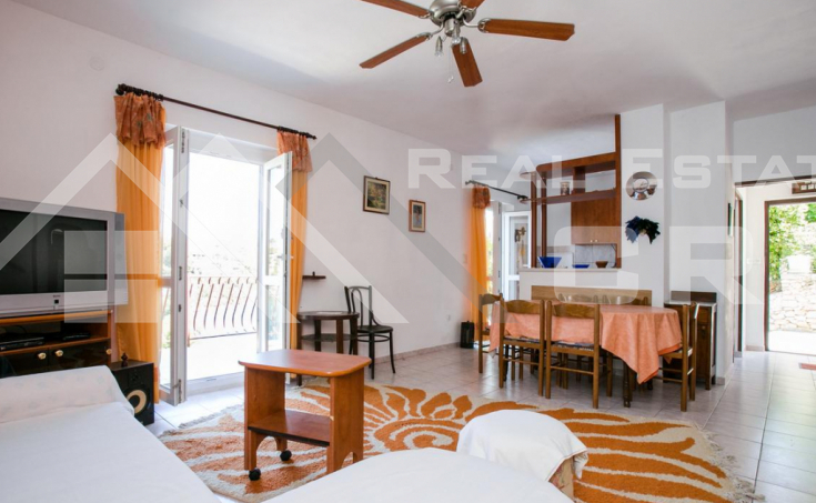 Beautiful house in the second row to the sea, for sale (3)
