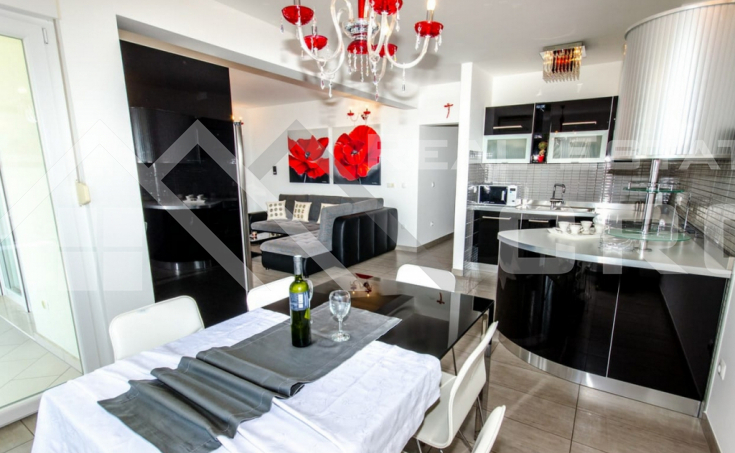 Completely furnished two-bedroom apartment with sea view, for sale (4)