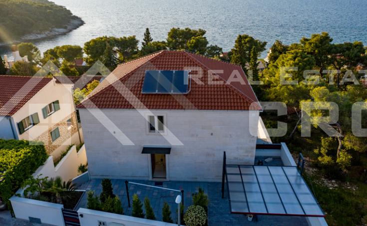 Nekretnine Brač - Luksuzna vila s bazenom i prekrasnim pogledom na more, na prodaju
