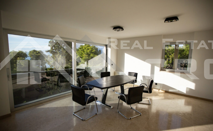 Opulent villa with a swiming pool and beautiful sea views, for sale (7)