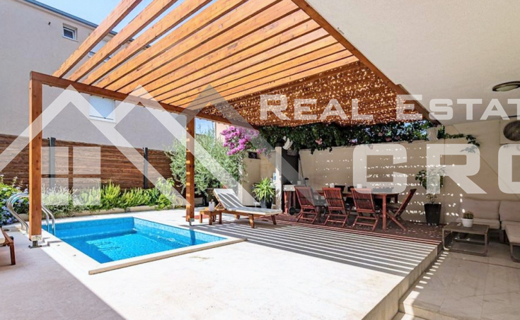 Contemporary move-in ready apartment with two bedrooms and a swimming pool, near Split, for sale (8)