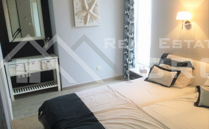 Modern house placed first row to the sea, in a charming surrounding, Rogoznica area, for sale (2)