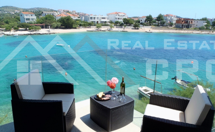 Modern house placed first row to the sea, in a charming surrounding, Rogoznica area, for sale (3)