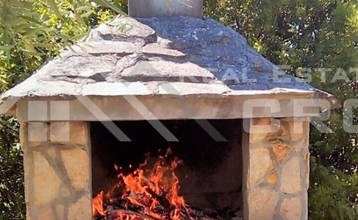 Stone house with two apartments and a cultivated garden, for sale (1)
