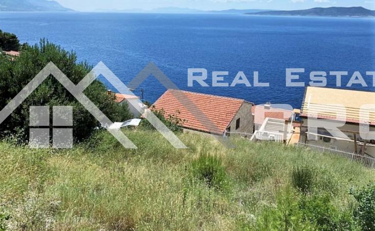 Nekretnine Omiš - Građevinsko zemljište s krasnim pogledom na more i pripremljenom projektnom dokumentacijom, Omiška rivijera, na prodaju