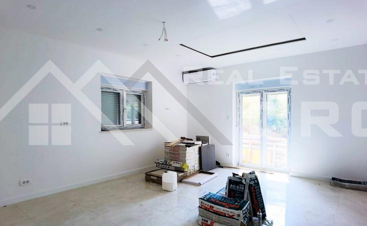 Nekretnine Split - Moderni trosobni apartman u novogradnji, okolica Splita, na prodaju